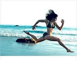 Hillary Swank - sprinting stride